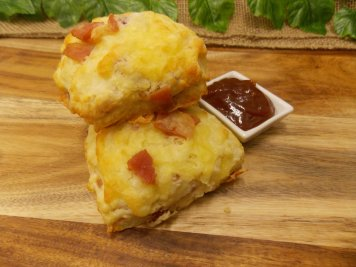 Bacon & cheese scones with tomato relish