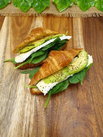 Mini croissant filled with baby spinach, brie and avocado (v)