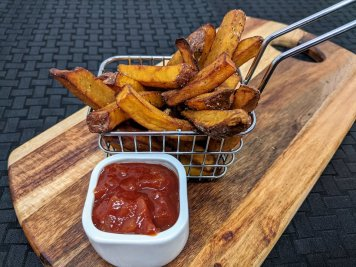 Kumara fries with tomato chili chutney