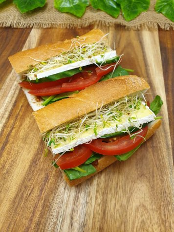 French Stick – Sweet onion marmalade, baby spinach, tomato, cucumber, brie and sprouts (v)