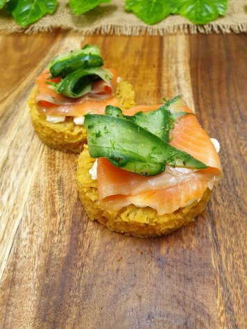 Potato rosti topped with cream cheese, smoked salmon and dill cucumber (gf)
