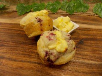 Raspberry & cream cheese muffin